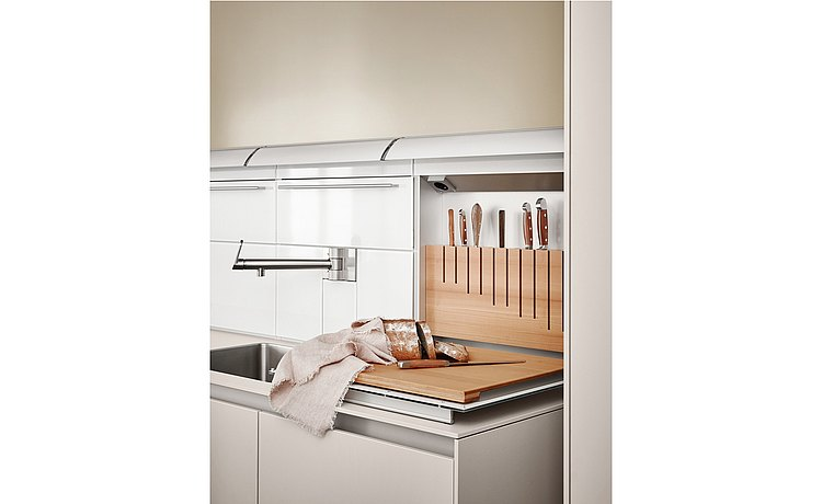 Open function box with integrated knife block and chopping board
