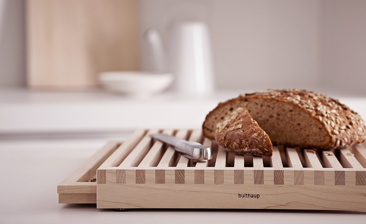 Breadboard in maple with grid and collection tray for crumbs