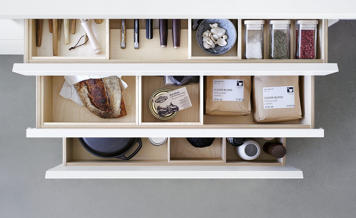 Birch wood in the drawers brings warmth and character to the interior of the b1