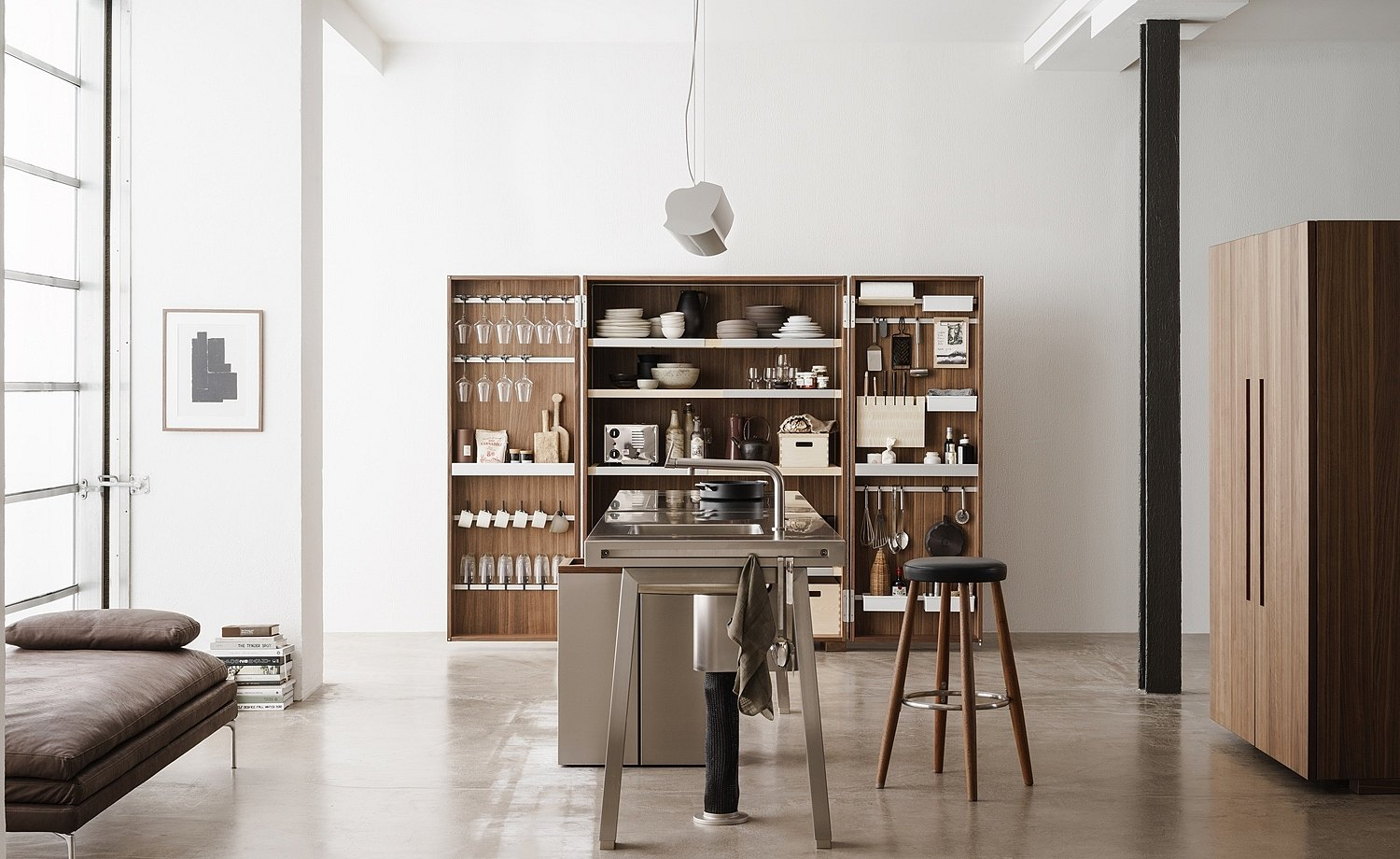 The three elements of the kitchen workshop create a focus on the essentials and plenty of freedom of movement
