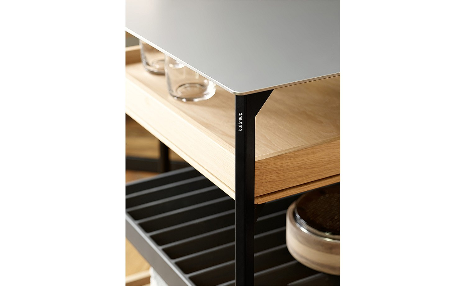 Combine materials as you like: stainless steel top, wooden pull-out, and aluminum grid