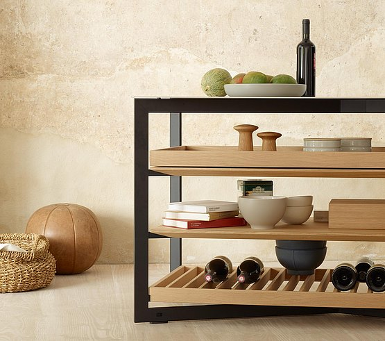 Create customized pieces with shelf variants: oak grid, solid oak shelf board and oak pull-out