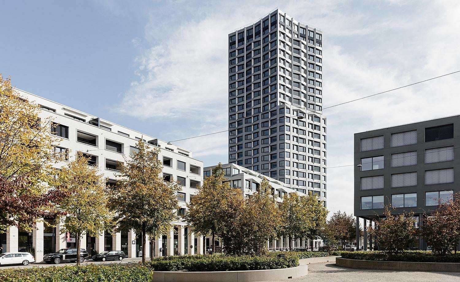 Exterior view: project partnership in the Limmat Tower, which soars linearly into the blue Swiss sky