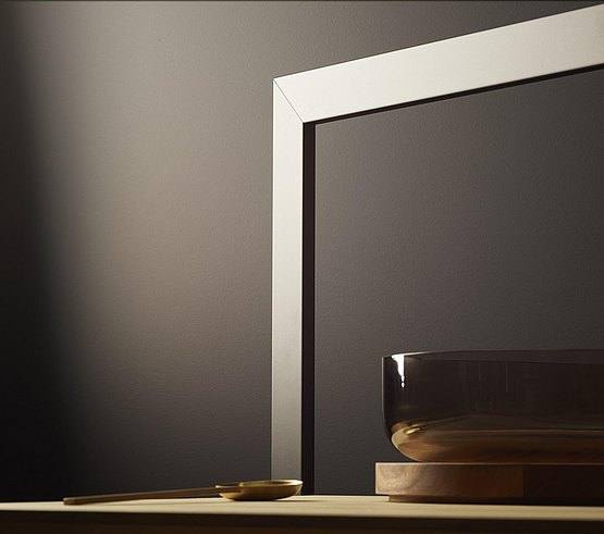Timeless elegance: matt-black aluminum frame in combination with distinctive wood