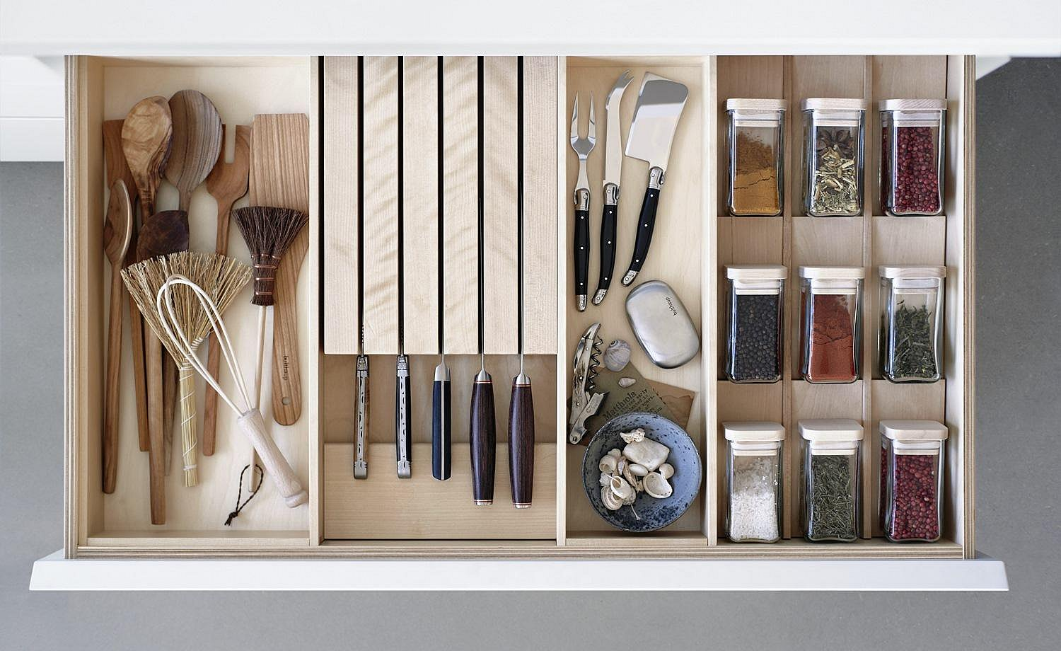 All kitchen hand tools find their place in the drawers' organization system