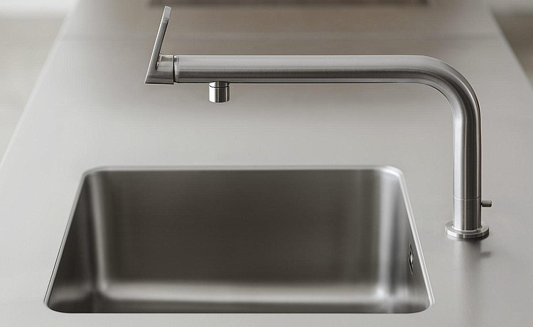 Single-lever faucet can be used with a one hand or an elbow