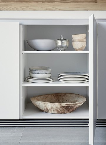 Modular shelves as a tailor-made storage surface and versatile expansion of the storage space