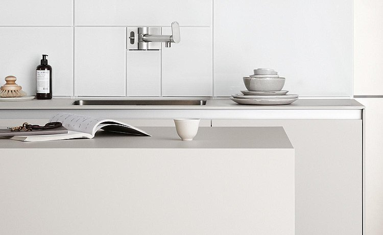 Large work surface on the kitchen island. Link: Shape and space for ideal storage and preparation of dishes