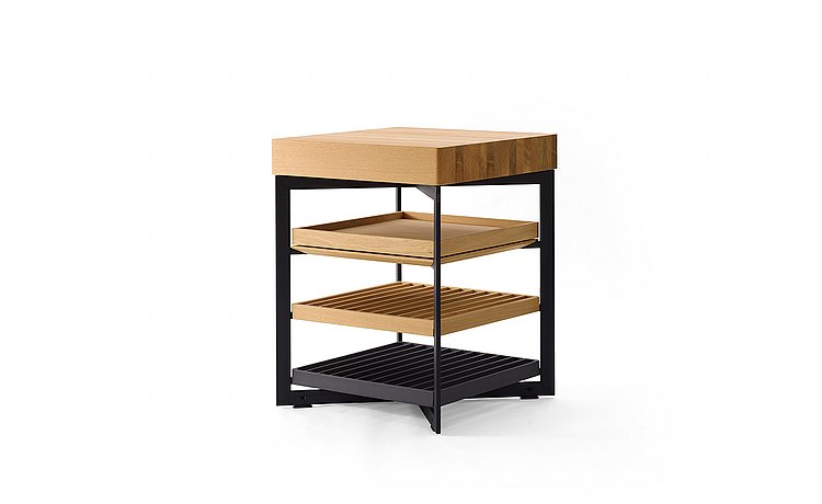 b Solitaire oak with wood grid, aluminum grid and wood pull-out tray: three quarter view