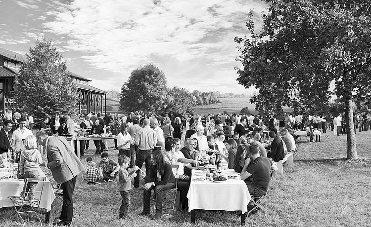 bulthaup as a family-run company having a picnic together. Link: About bulthaup as an employer