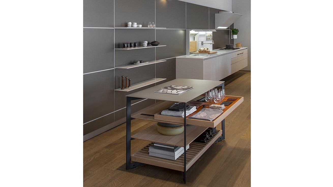 b Solitaire Stainless Steel with pull out tray presenting linens and other items ready to set a table.