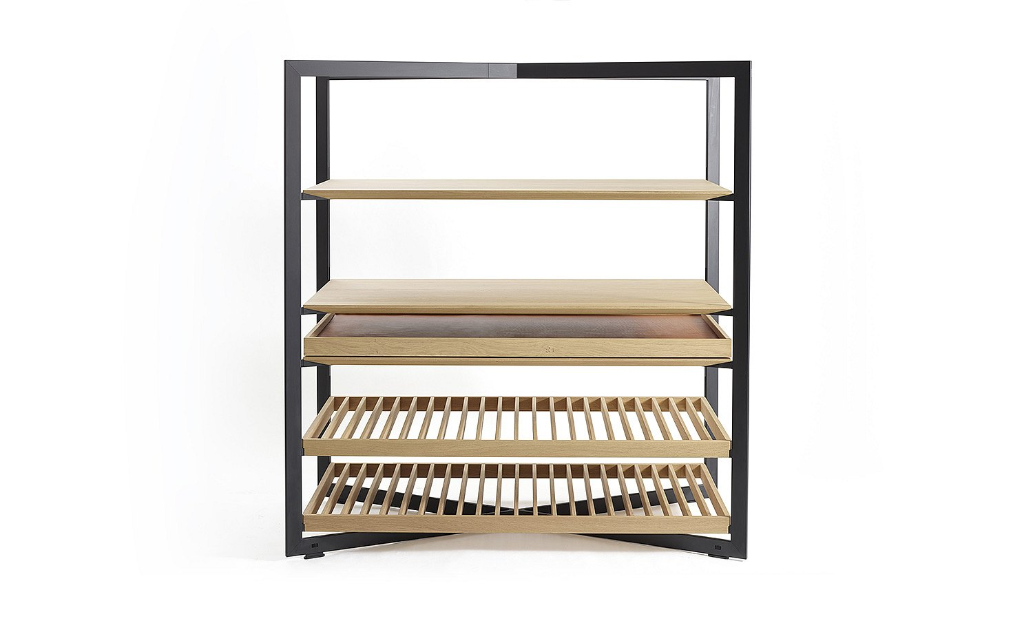b Solitaire shelf unit showing shelf and tray options: frontal view