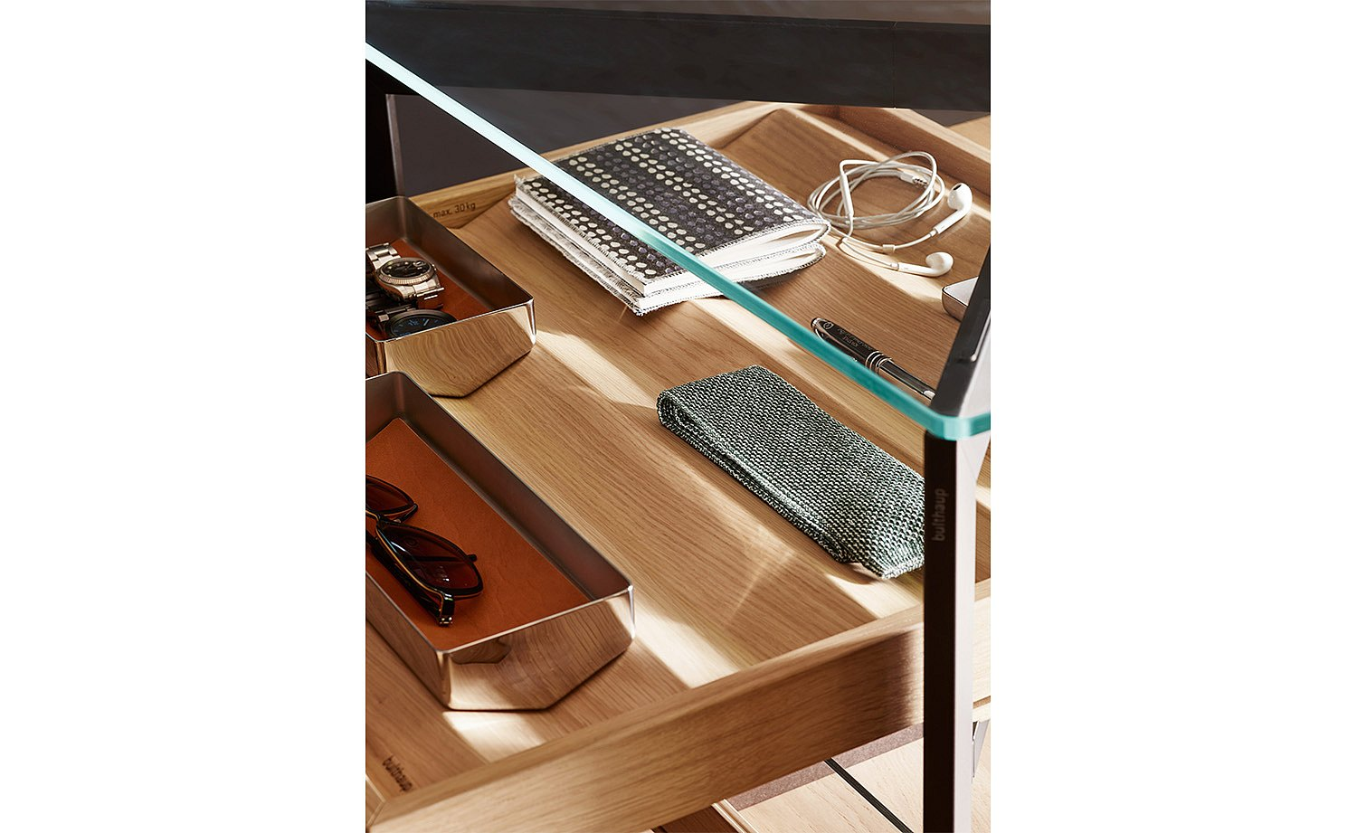Wooden prisms in the pull-out tray create space and order for individual items