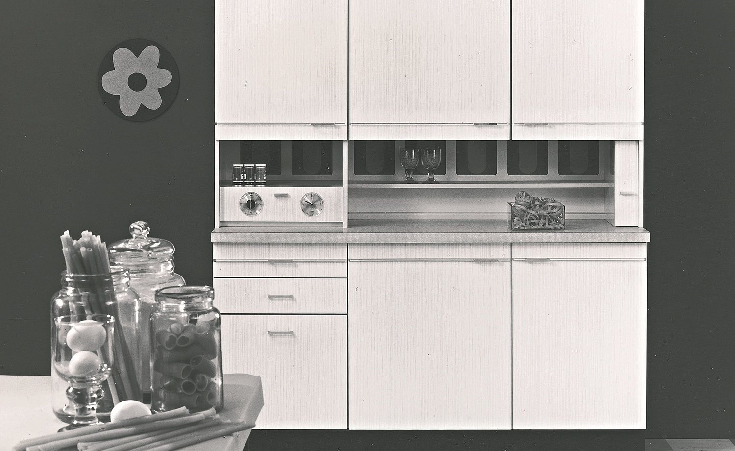 1969: bulthaup presents Stil 75: a minimalist kitchen unit with wall and base cabinets