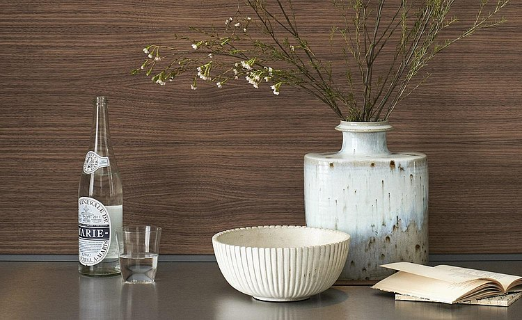 Warm wood with visible grain Link: Individual design of your kitchen with metal, laminate and lacquer surfaces