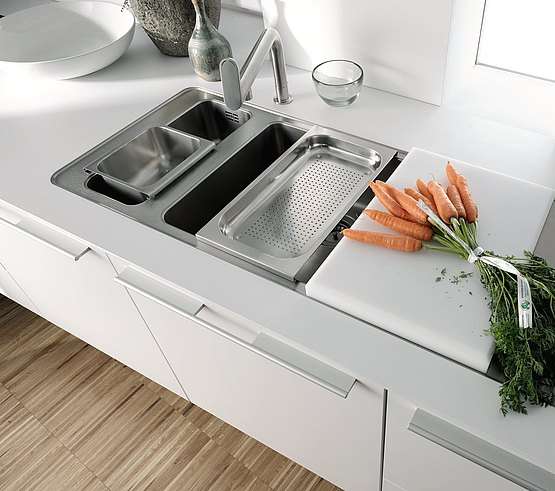 The water point is integrated into the work surface with two basins