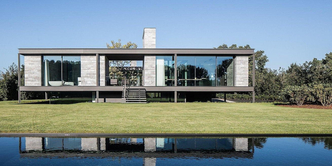 Maison Moderne Avec Patio Interieur een patiowoning op palen - bulthaup