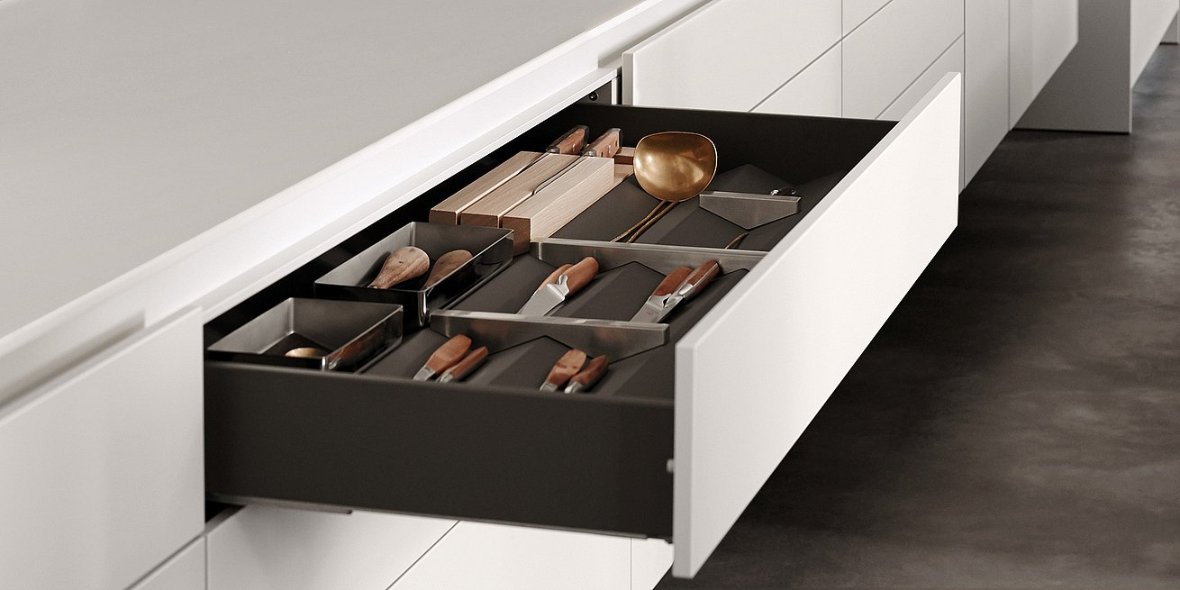 Organizing elements such as prisms make the drawers more structured and efficient