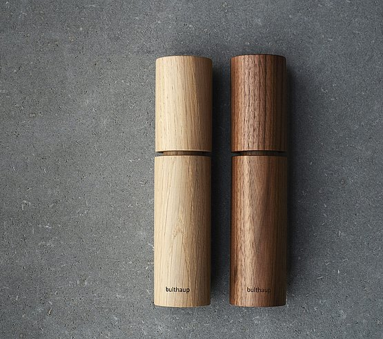 Minimalist and elegant:  cylindrical salt and pepper mills made from light and dark wood