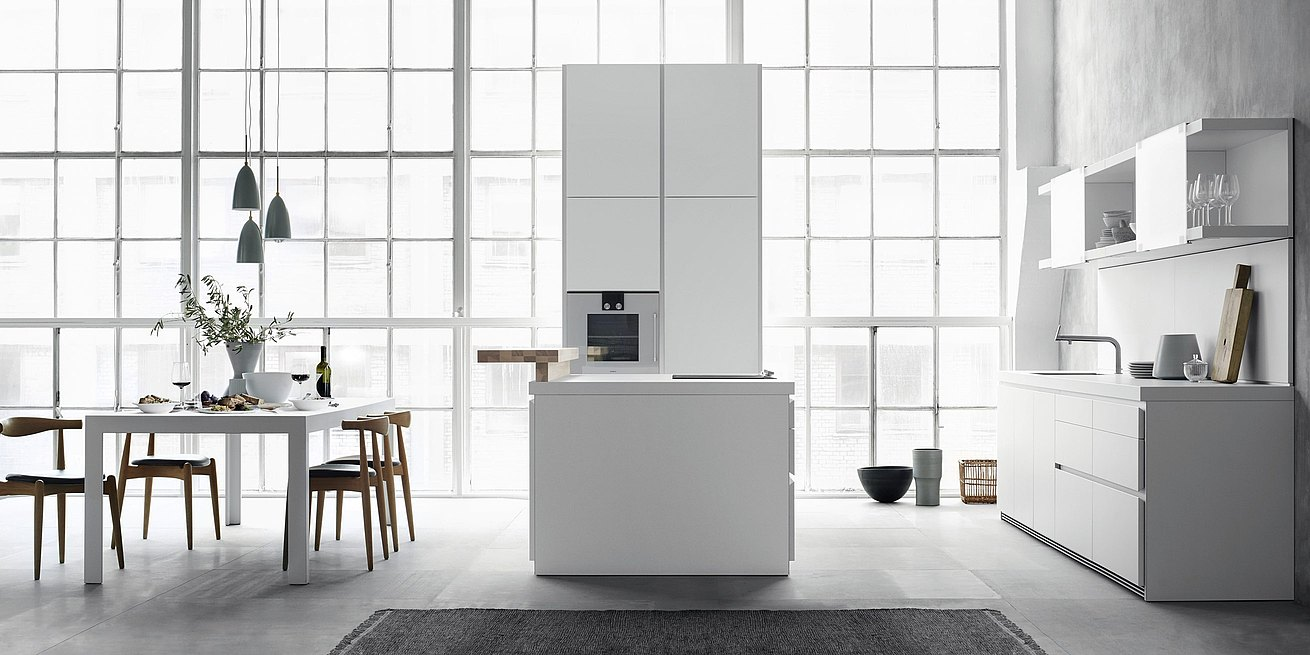 b1 always in white, characterized by the visually striking worktop and understated front panels free of handles