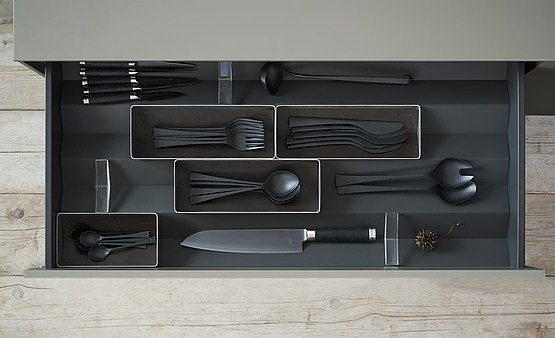 Drawer organization 2: stainless steel trays with plastic inserts are the ideal elements for your cutlery