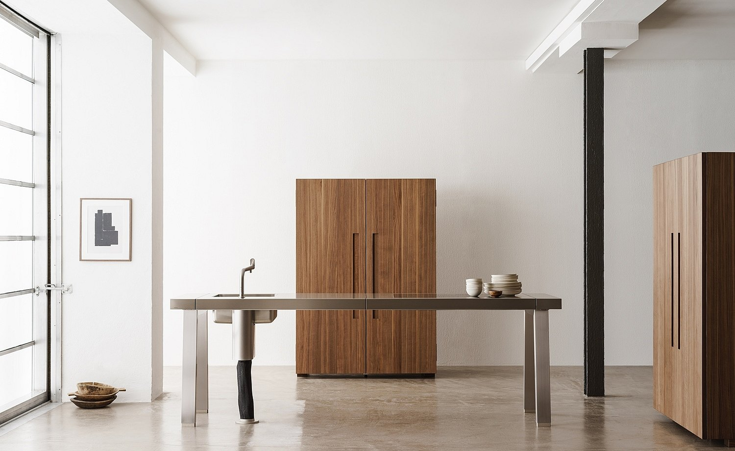 Workbench with water point and stove, equipment cabinet and tool cabinet – purism at its best, yet everything you need
