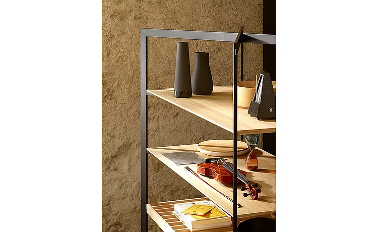 Plenty of space on the b Solitaire shelf for cherished individual items