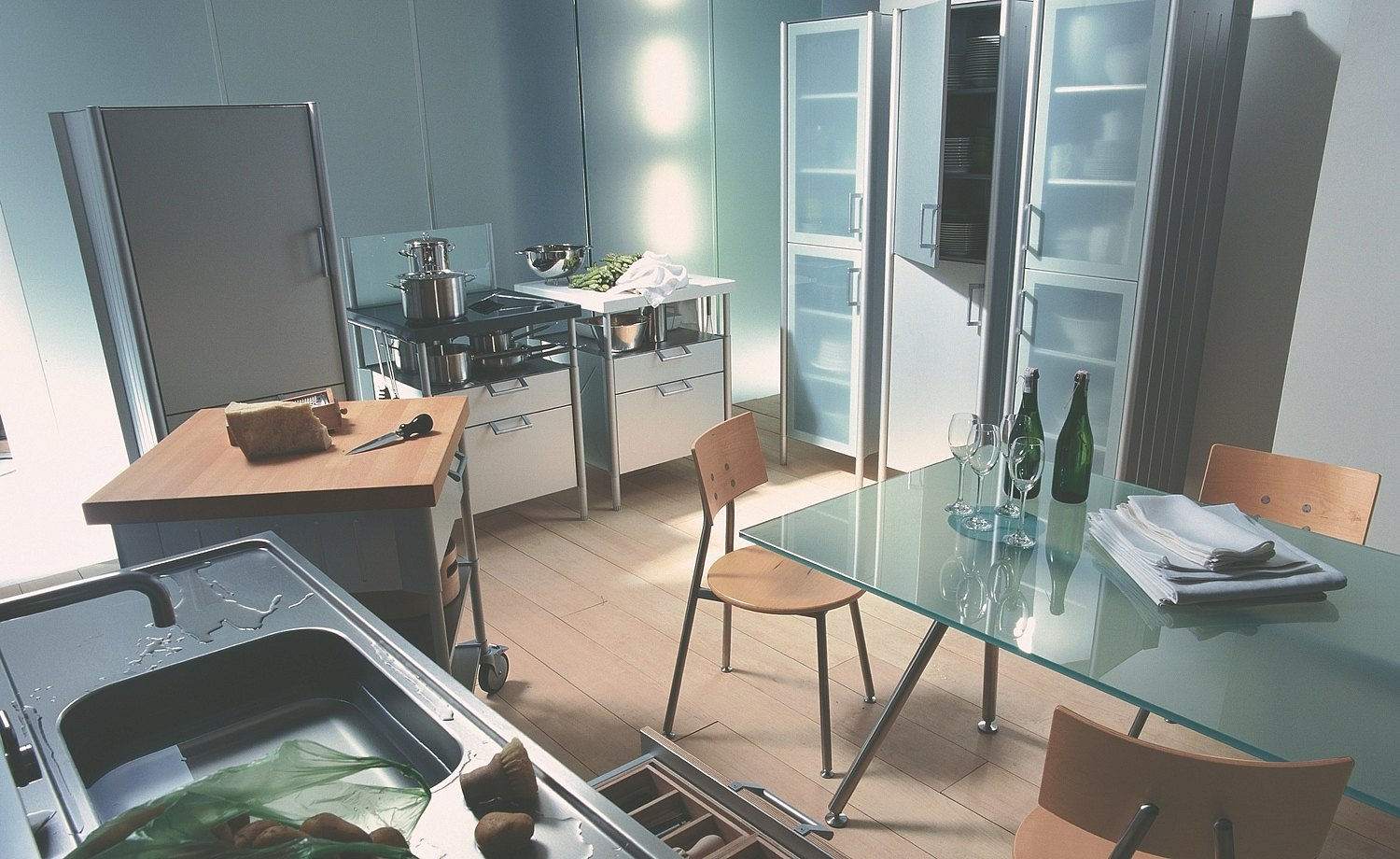 1997: Introduction of system 20: Modular, freely combinable kitchen elements for stove, water point, and preparation