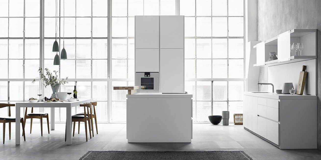 b1 kitchen: purism in white, arranged for the essentials. Link: Ergonomics and function of b1