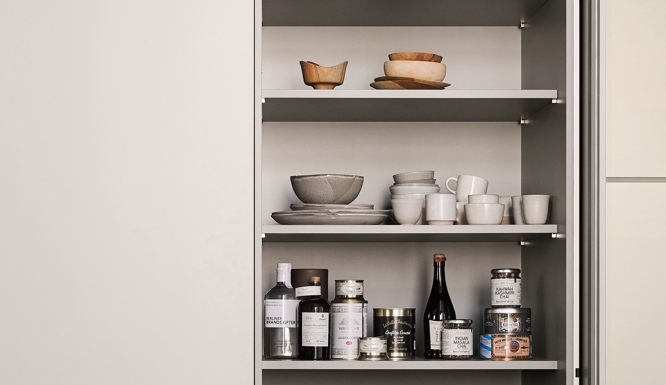 Cabinet with flexible shelves, ideal for storage